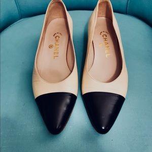 Chanel cream/black toe 7 shoes